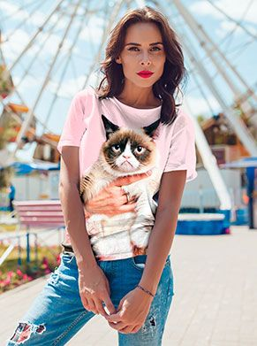 Roze grumpycat festivalshirt met een vrouw