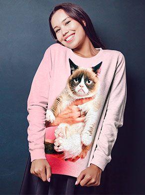 foute trui in het roze met een grumpycat print. de perfecte foute kleding
